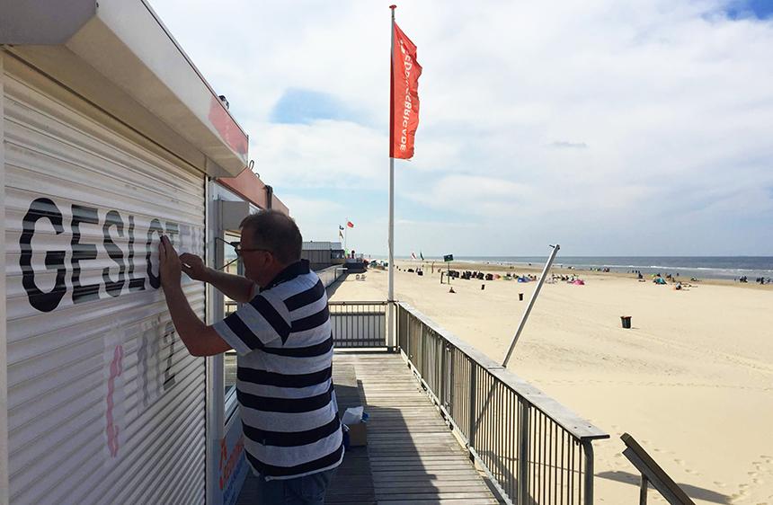 Strand Egmond aan Zee reddingsbrigade buitenreclame belettering door Echo Reclame
